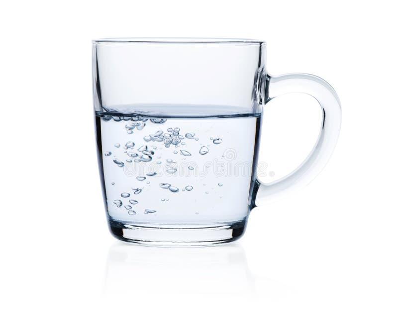 Vidrio de agua pura aislado en blanco imagen de archivo libre de regalías