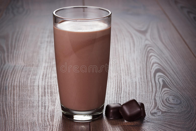 Vidrio de batido de leche del chocolate fotos de archivo libres de regalías