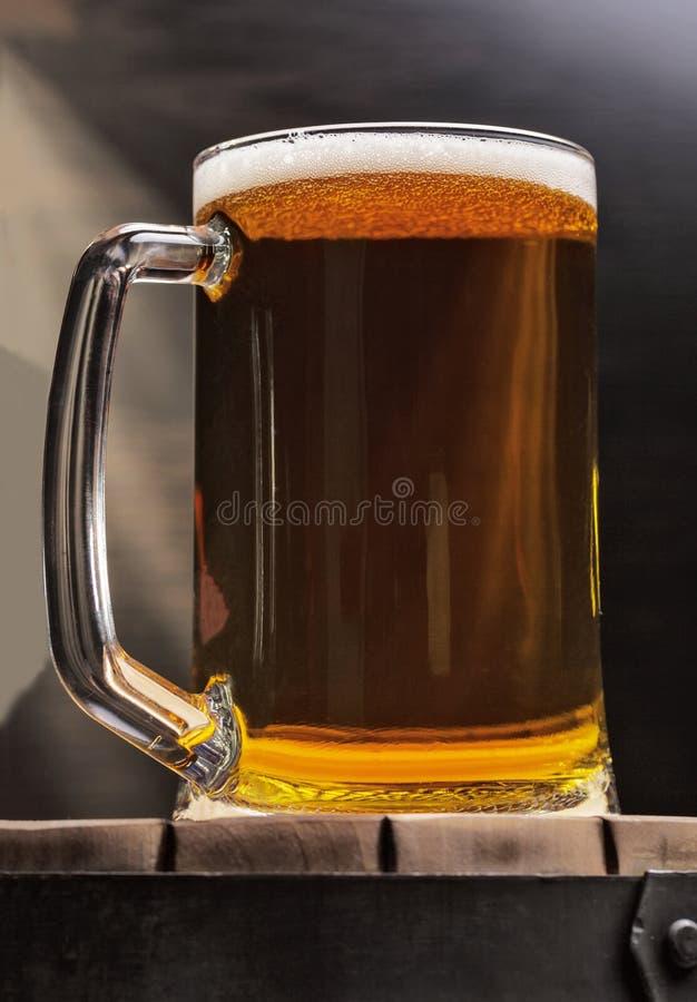 Vidrio de cerveza de cerveza fotos de archivo libres de regalías