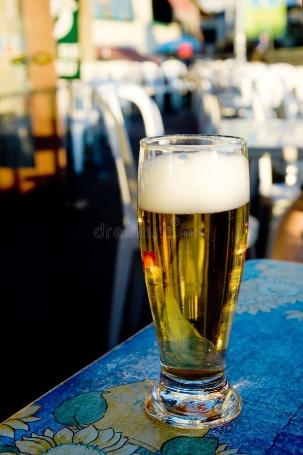 Download Vidrio de cerveza foto de archivo. Imagen de feliz, fondo - 1283454