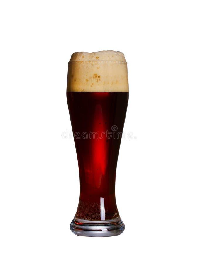Vidrio de cerveza con el casquillo de la espuma Vidrio de cerveza inglesa aislado en el fondo blanco imagen de archivo