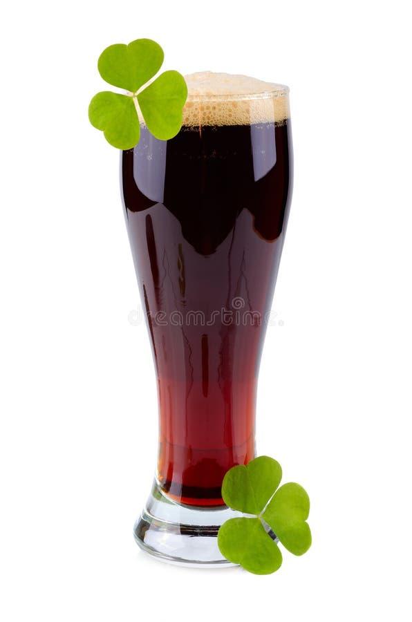 Vidrio de cerveza el día del St Patricks imágenes de archivo libres de regalías