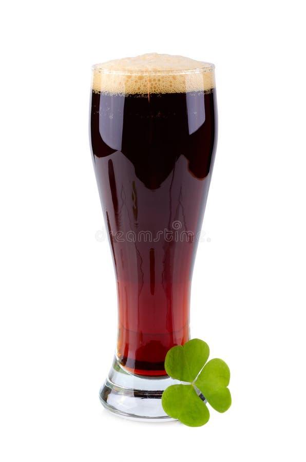 Vidrio de cerveza el día del St Patricks fotos de archivo