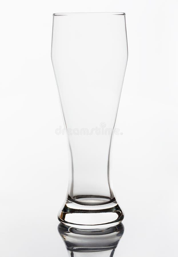 Vidrio de cerveza vacío imagenes de archivo