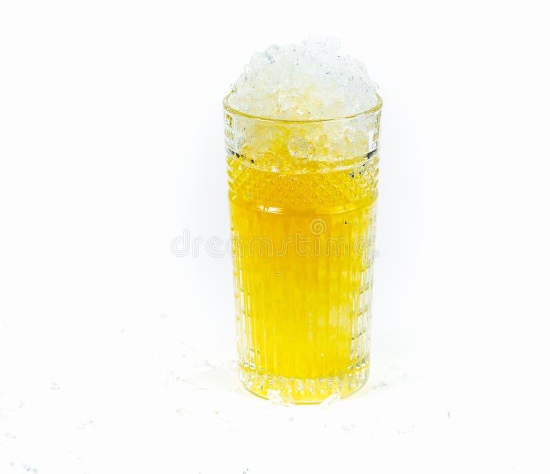 Vidrio de Coctail con hielo y zumo de naranja estrellados fotografía de archivo libre de regalías