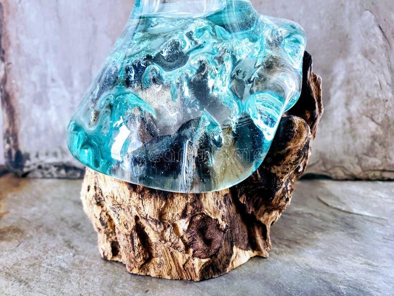 Vidrio de fusión líquido de madera natural imagen de archivo
