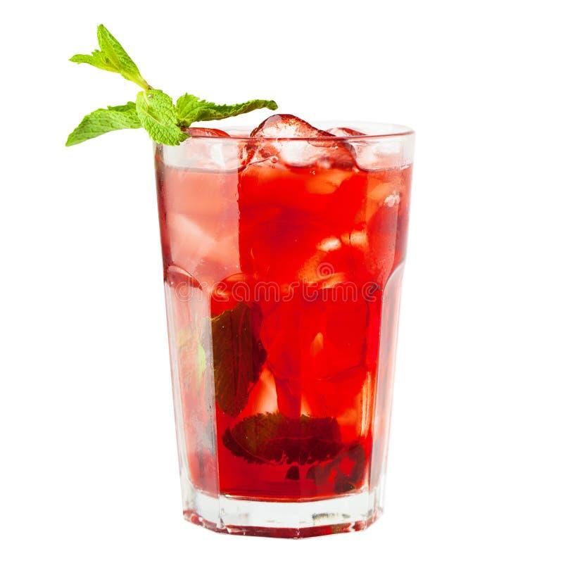 Vidrio de la sangría Bebida del vino con hielo y fruta imagen de archivo