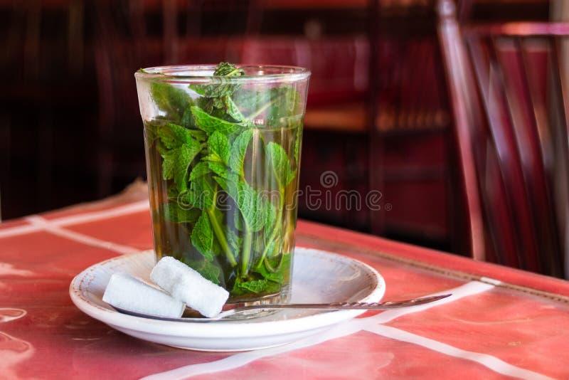 Vidrio de té de la hierbabuena fotografía de archivo libre de regalías