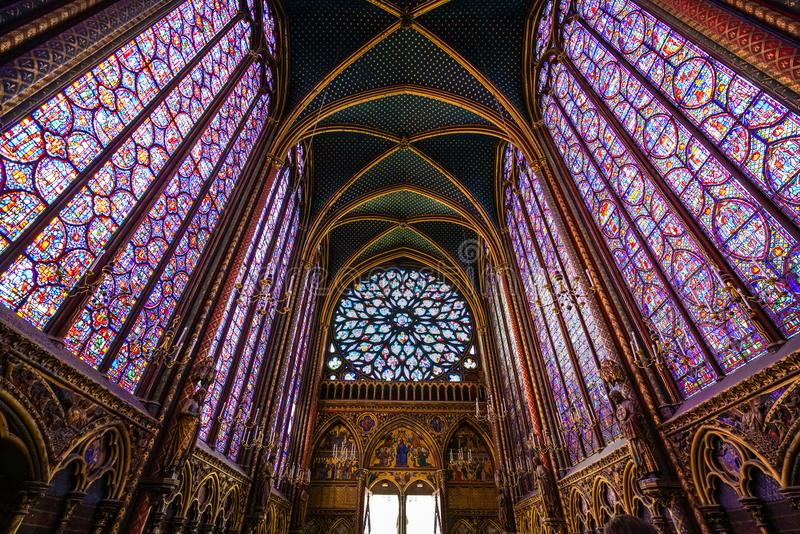 Vidrio de ventanas manchado Chapelle del santo imágenes de archivo libres de regalías