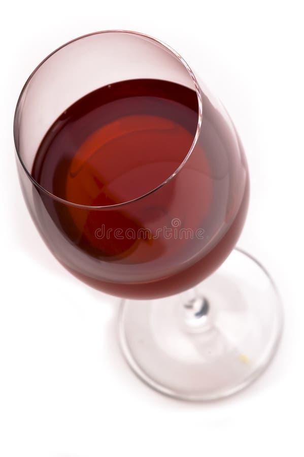 Vidrio de vino con el vino rojo aislado en blanco. imagen de archivo libre de regalías