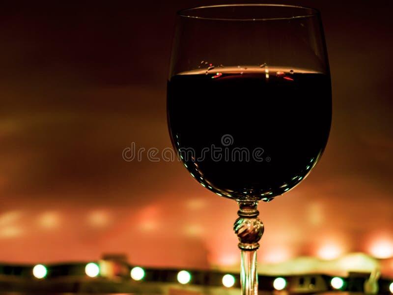 Vidrio de vino Fondo negro foto de archivo