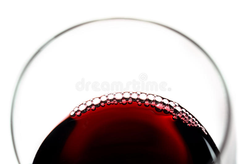Vidrio de vino rojo con las burbujas foto de archivo
