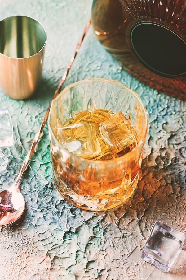Vidrio de whisky escocés fotografía de archivo libre de regalías