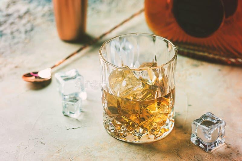 Vidrio de whisky escocés fotos de archivo