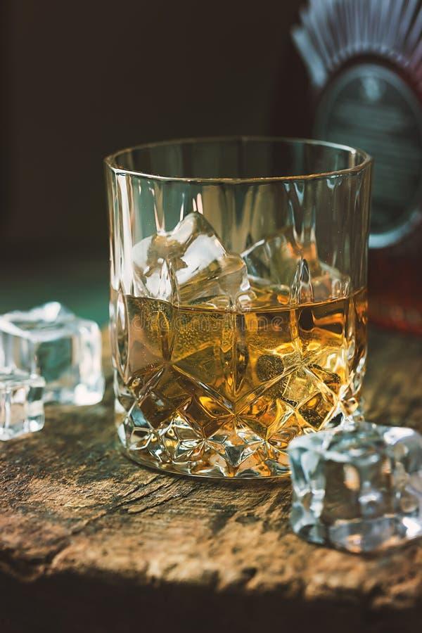 Vidrio de whisky escocés foto de archivo
