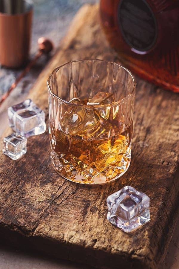 Vidrio de whisky escocés imágenes de archivo libres de regalías