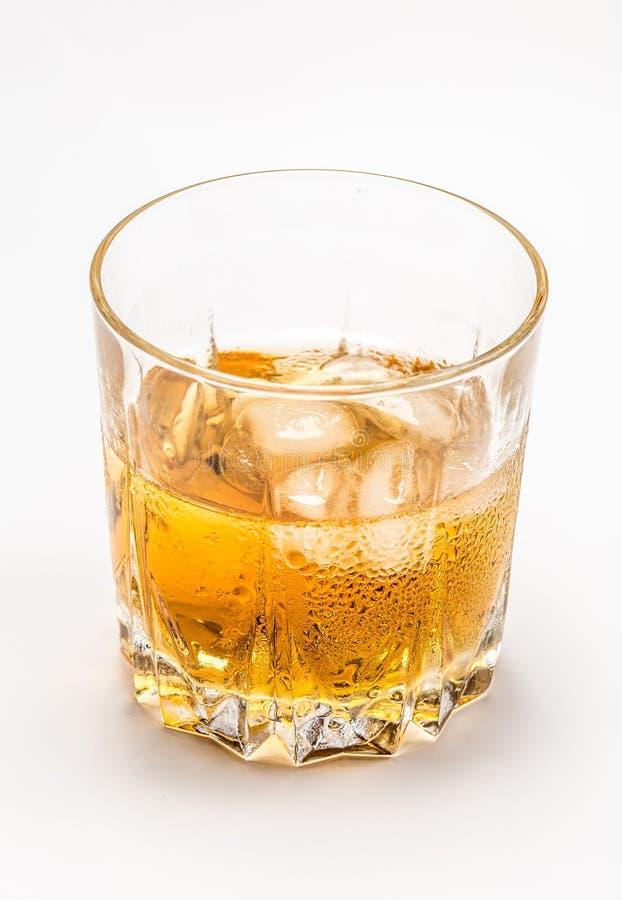 Vidrio de whisky y de hielo foto de archivo libre de regalías
