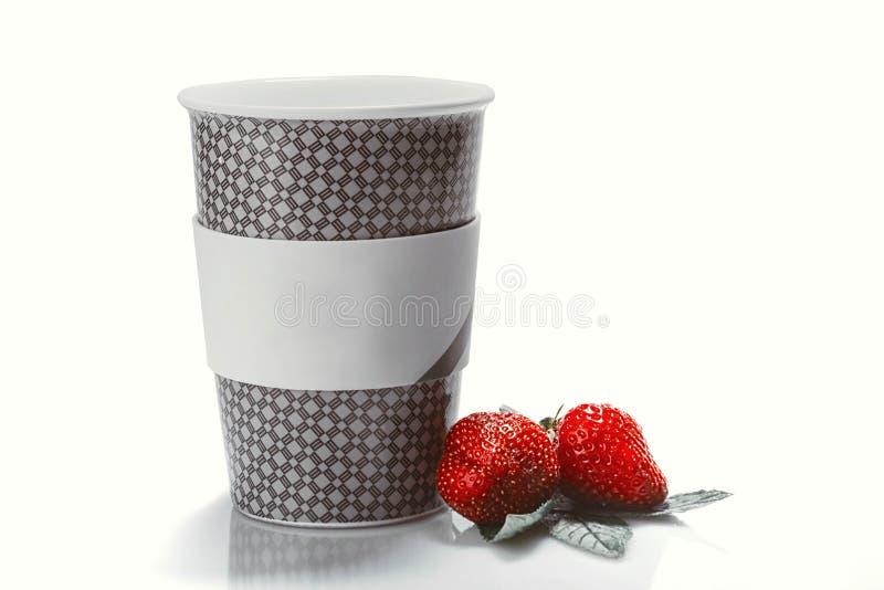 Vidrio de yogur, con las fresas frescas foto de archivo libre de regalías