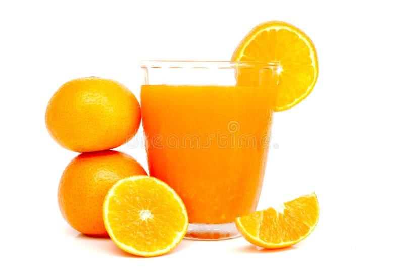 Vidrio de zumo de naranja con las rebanadas anaranjadas imagen de archivo libre de regalías