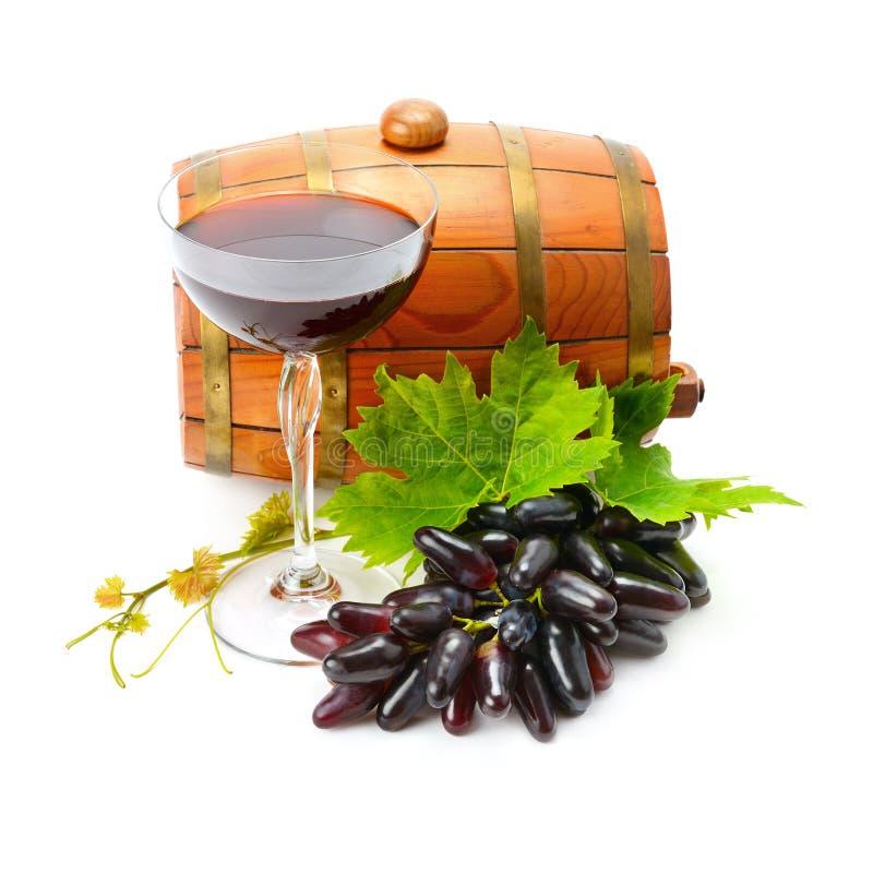Vidrio del vino y del barril en el fondo blanco foto de archivo libre de regalías