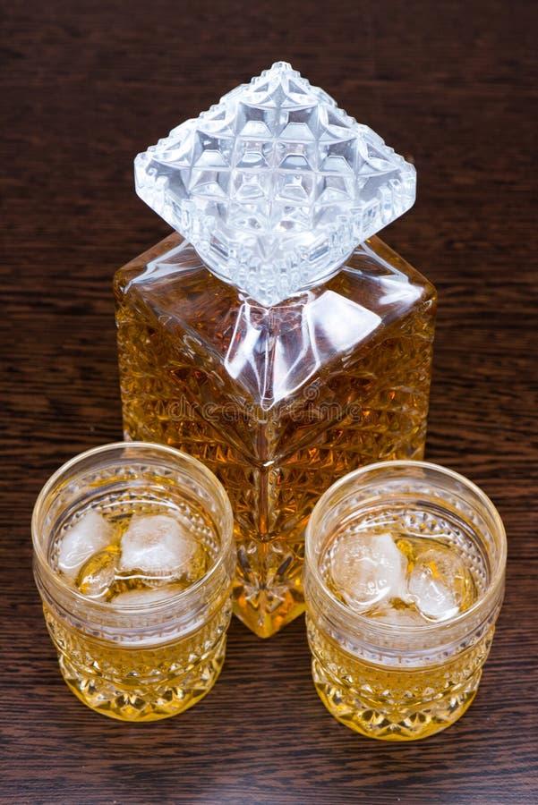 Vidrio del whisky en las rocas imagen de archivo libre de regalías