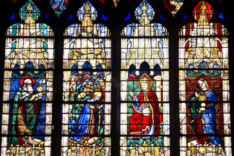 Vidrio manchado de la catedral de Chartres fotografía de archivo