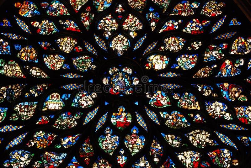 Vidrio manchado en Sainte Chapelle París imagen de archivo