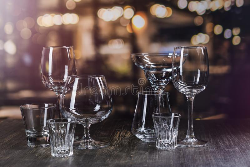 Vidrio para las bebidas fuertes del alcohol imagenes de archivo