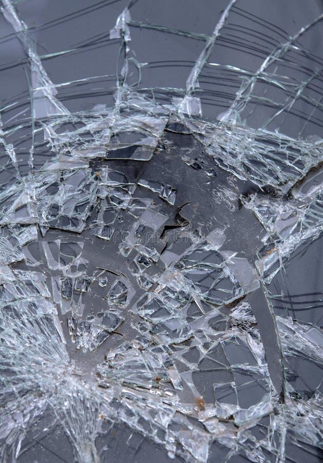 Vidrio quebrado del parabrisas delantero del coche foto de archivo