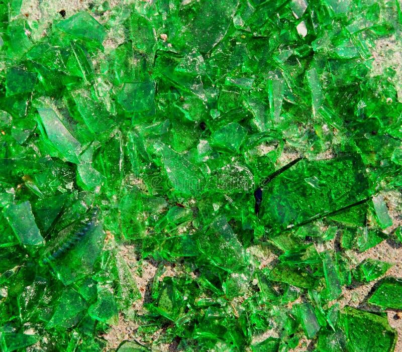 Vidrio verde quebrado foto de archivo libre de regalías