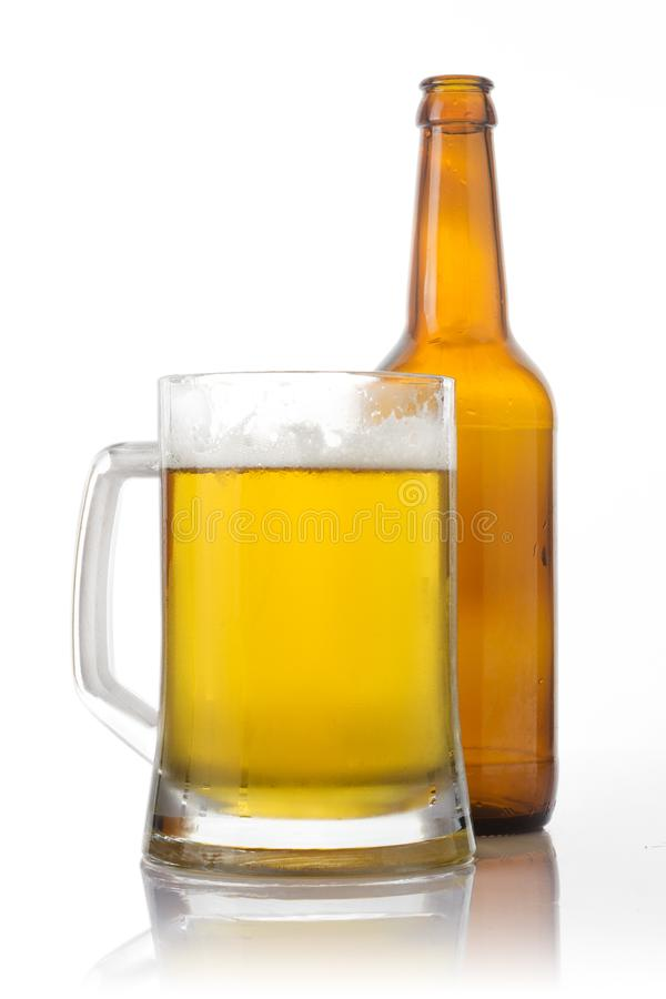 Vidrio y botella de cerveza fotografía de archivo libre de regalías