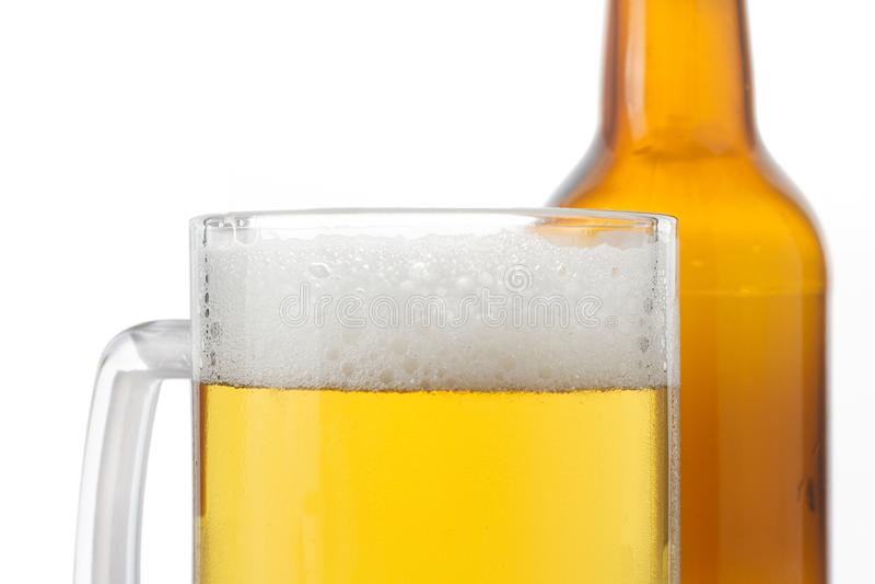 Vidrio y botella de cerveza imagen de archivo