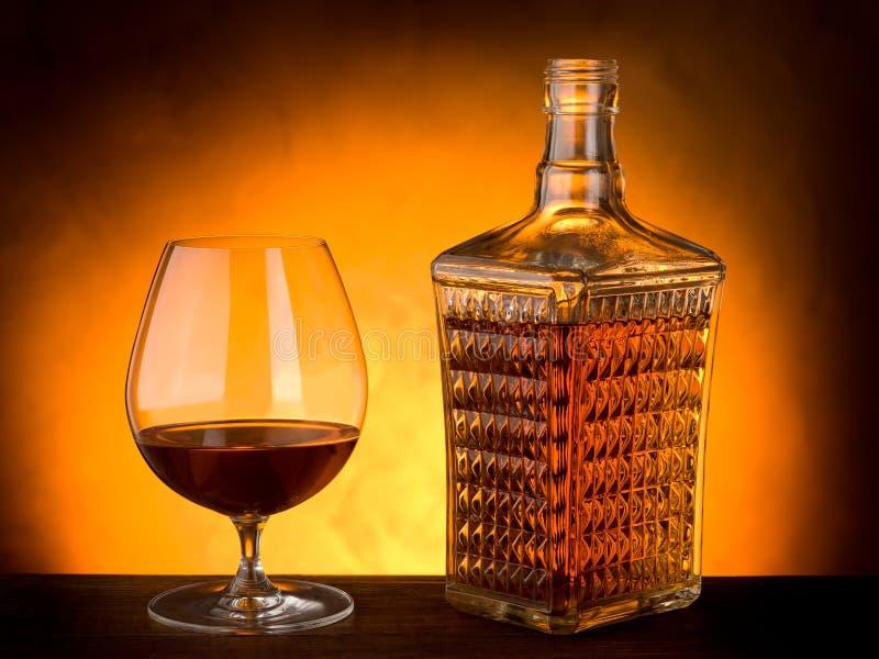 Vidrio y botella de licor fotografía de archivo libre de regalías