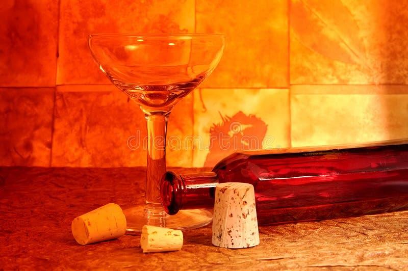 Vidrio y botella de vino fotografía de archivo libre de regalías