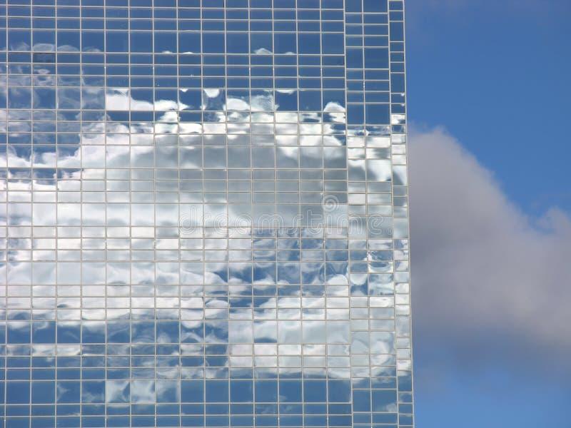 Vidrio y nubes fotos de archivo