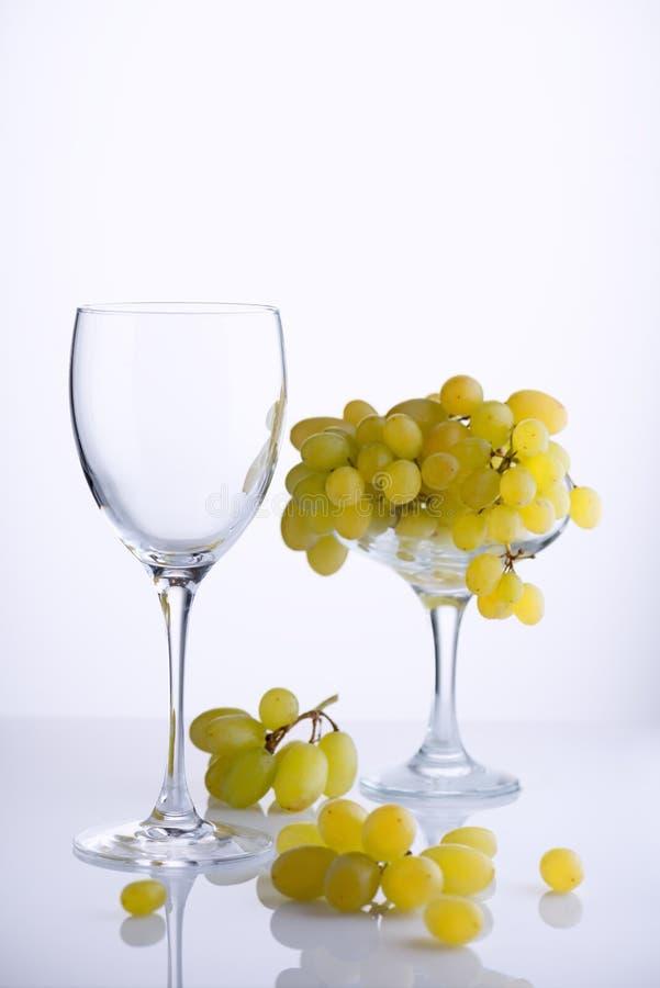 Vidrio y uvas imágenes de archivo libres de regalías