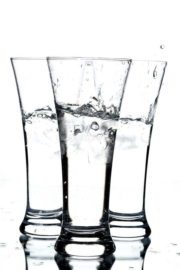 Vidrios con agua y el hielo imagen de archivo libre de regalías