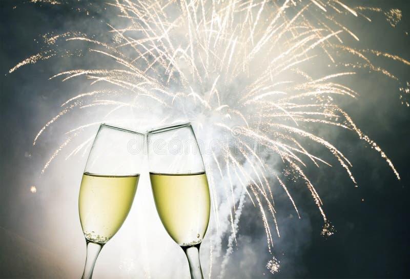 Vidrios con champán libre illustration