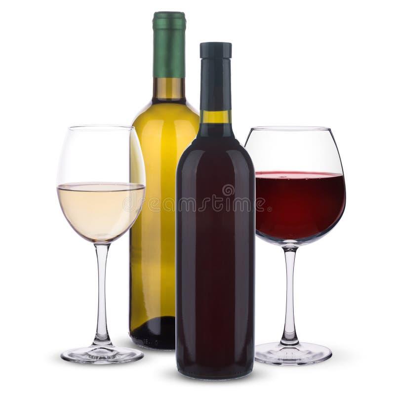 Vidrios con el vino blanco rojo y y las botellas de vino en un fondo blanco foto de archivo libre de regalías