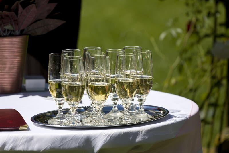 Vidrios con el vino espumoso foto de archivo