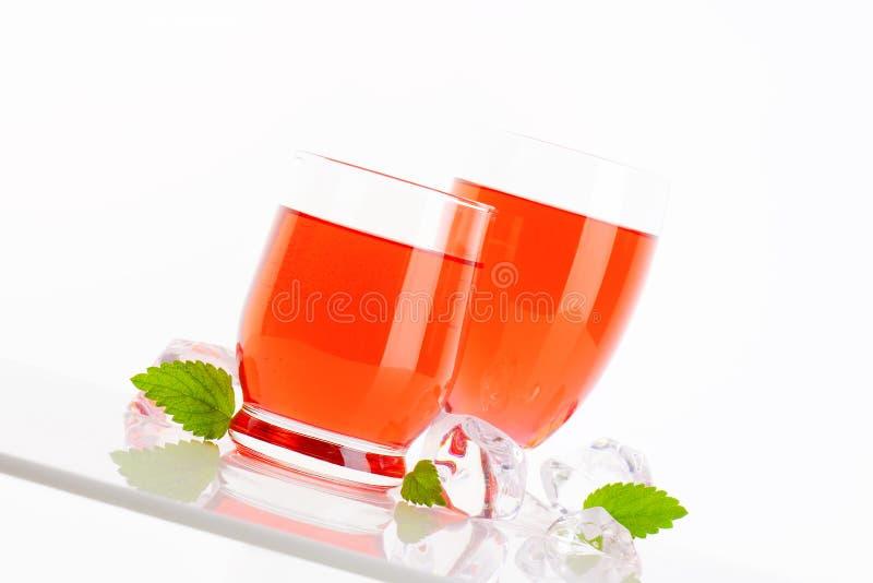 Vidrios de bebidas con sabor a frutas imagen de archivo