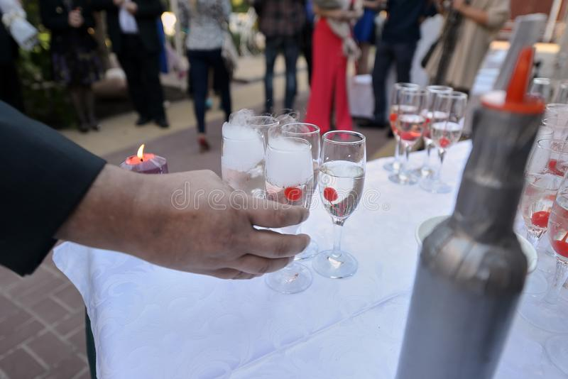 Vidrios de Champán en la boda foto de archivo libre de regalías