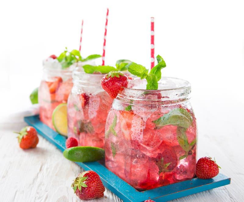 Vidrios de jugo fresco fresco, hecho en casa foto de archivo libre de regalías