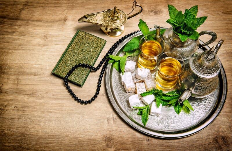 Vidrios de pote del té Concepto oriental de la hospitalidad Bebida de la comida imágenes de archivo libres de regalías