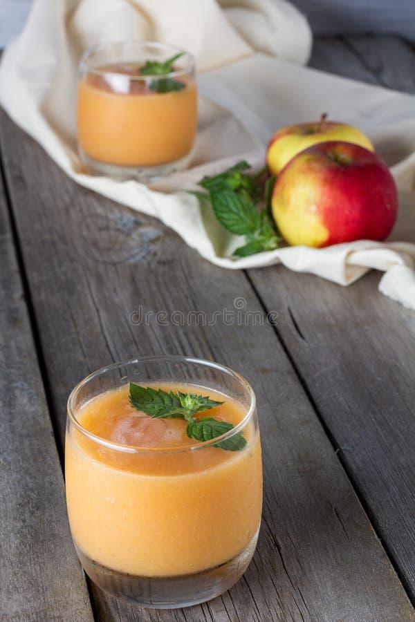 Vidrios de smoothies de la fruta fotografía de archivo