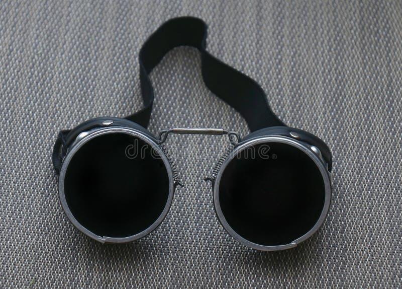 Vidrios de soldadura negros oscuros imagen de archivo