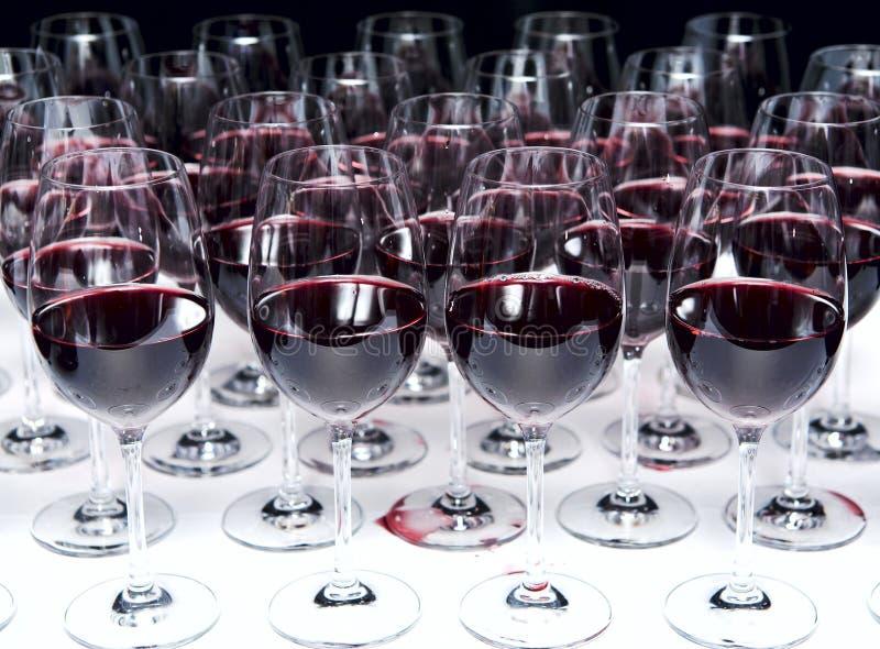 Vidrios de vino rojo imagen de archivo libre de regalías