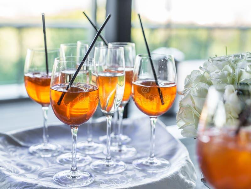 Vidrios de vino Servicio del banquete fotos de archivo libres de regalías