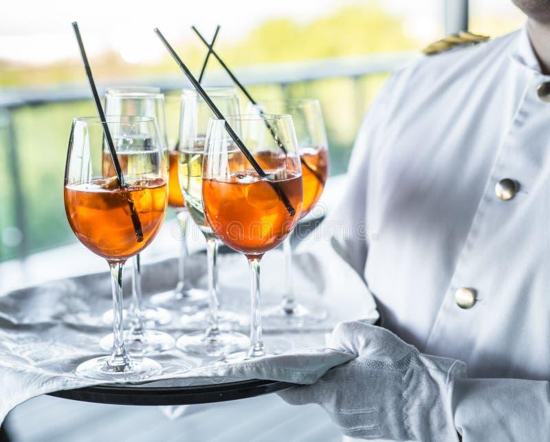 Vidrios de vino Servicio del banquete imágenes de archivo libres de regalías
