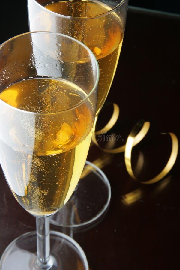 Vidrios del bobinador de cintas en modo continuo del champán y del oro imagen de archivo